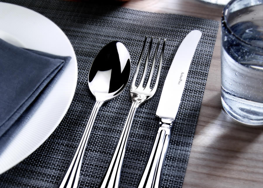 ROYAL PEARL 58 PIECE CANTEEN SET FOR 8 PLACE SETTING
