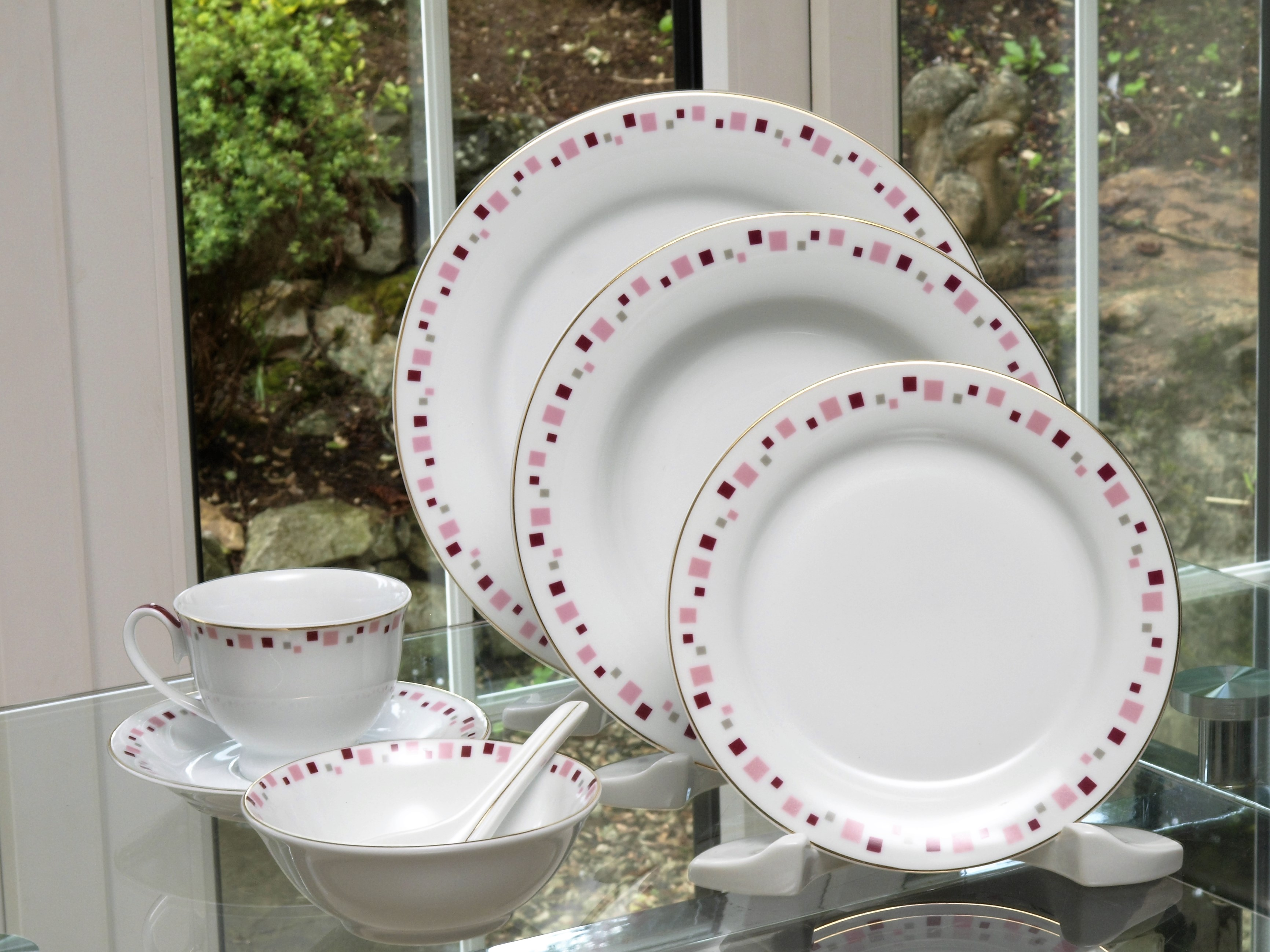 BOSTON PINK 28 PIECE DINNER SERVICE
