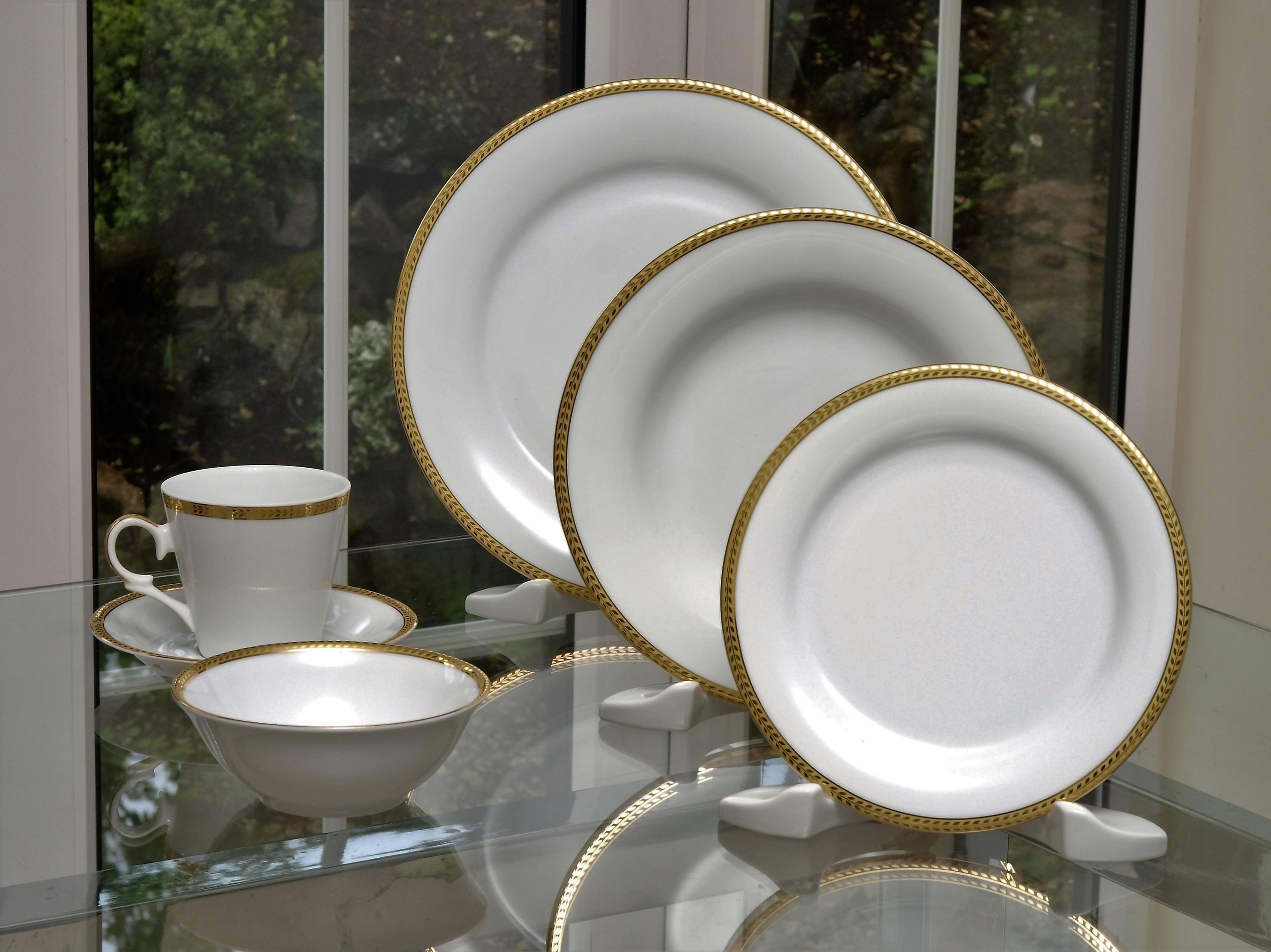 ETERNITY CLASSIC GOLD 28 PIECE DINNER SERVICE