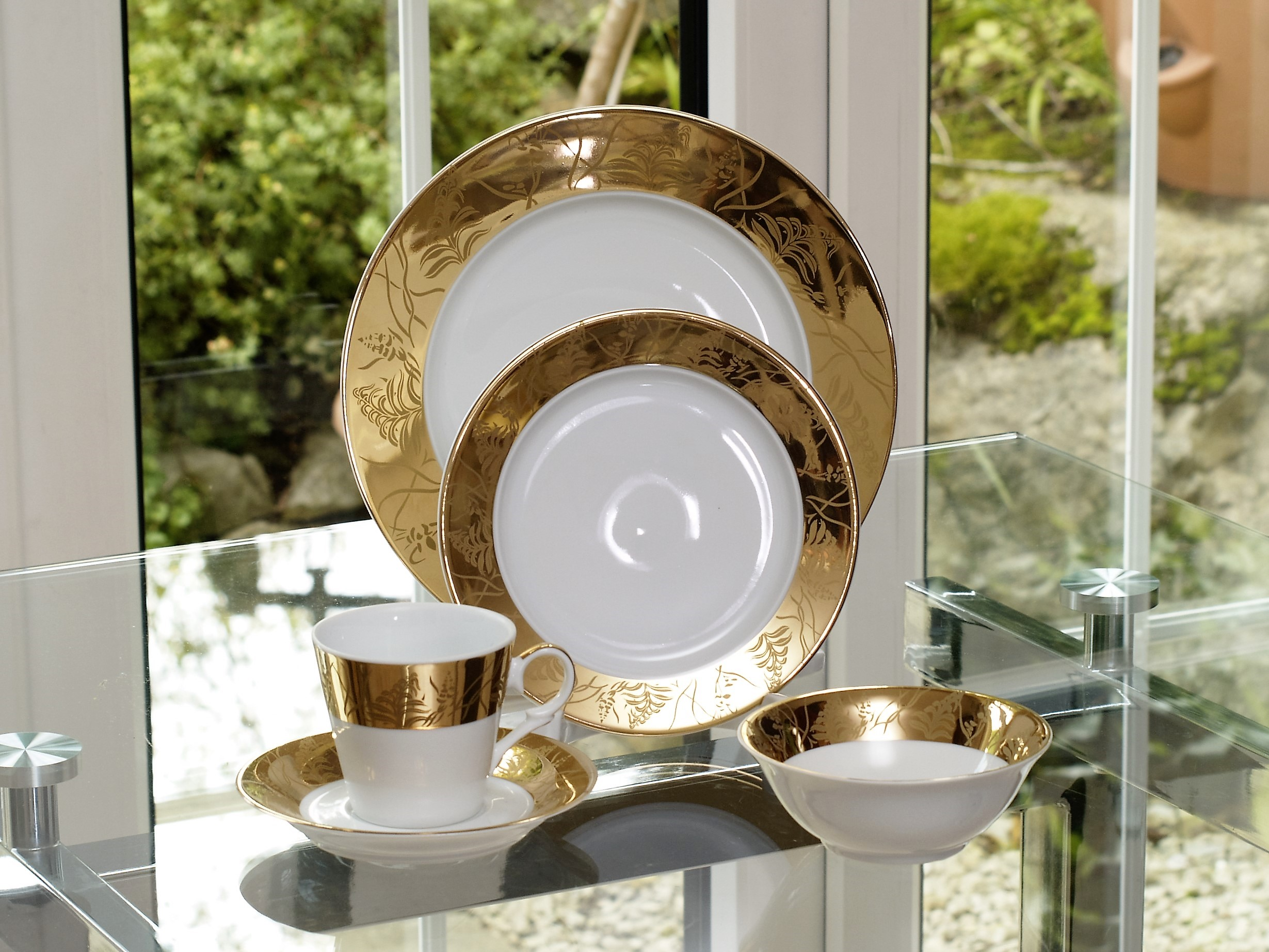 GRANDEUR GOLD 28 PIECE DINNER SERVICE