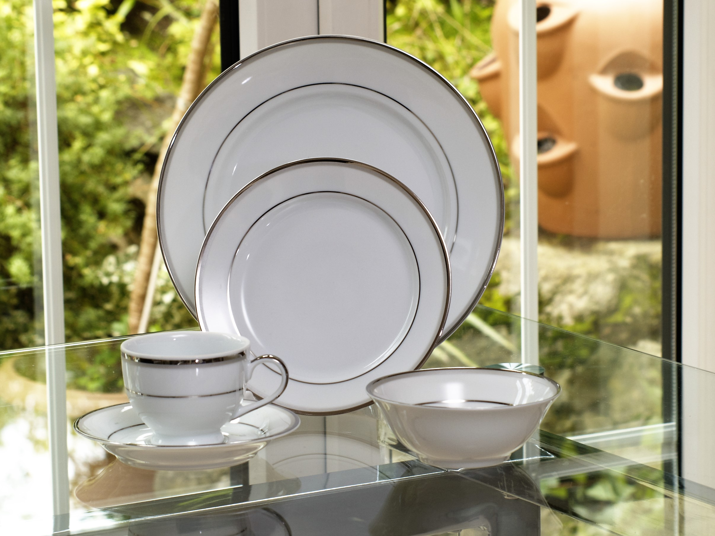 INNOVA PLATINUM 28 PIECE DINNER SERVICE