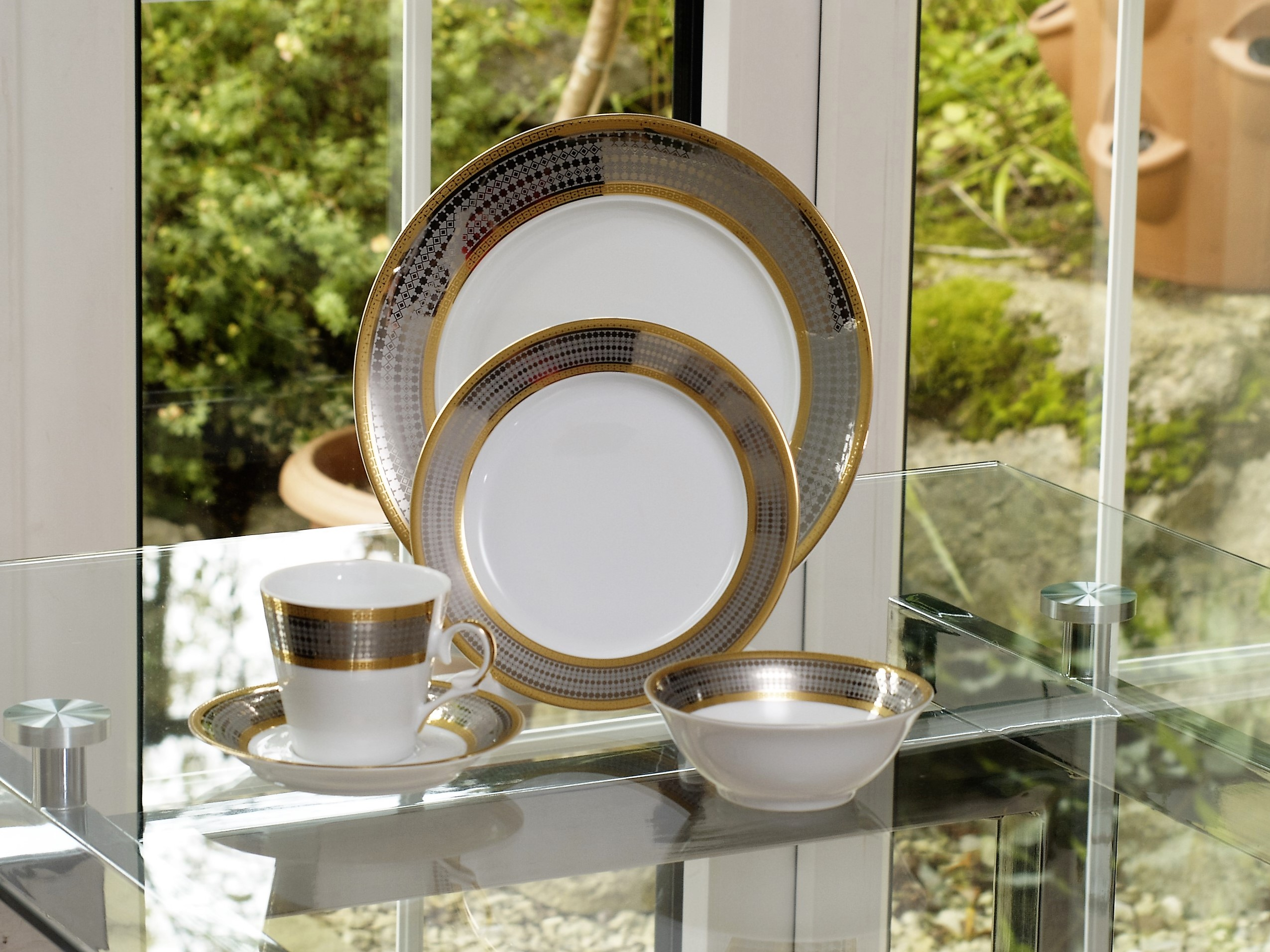 ROYAL BLEND 28 PIECE DINNER SET