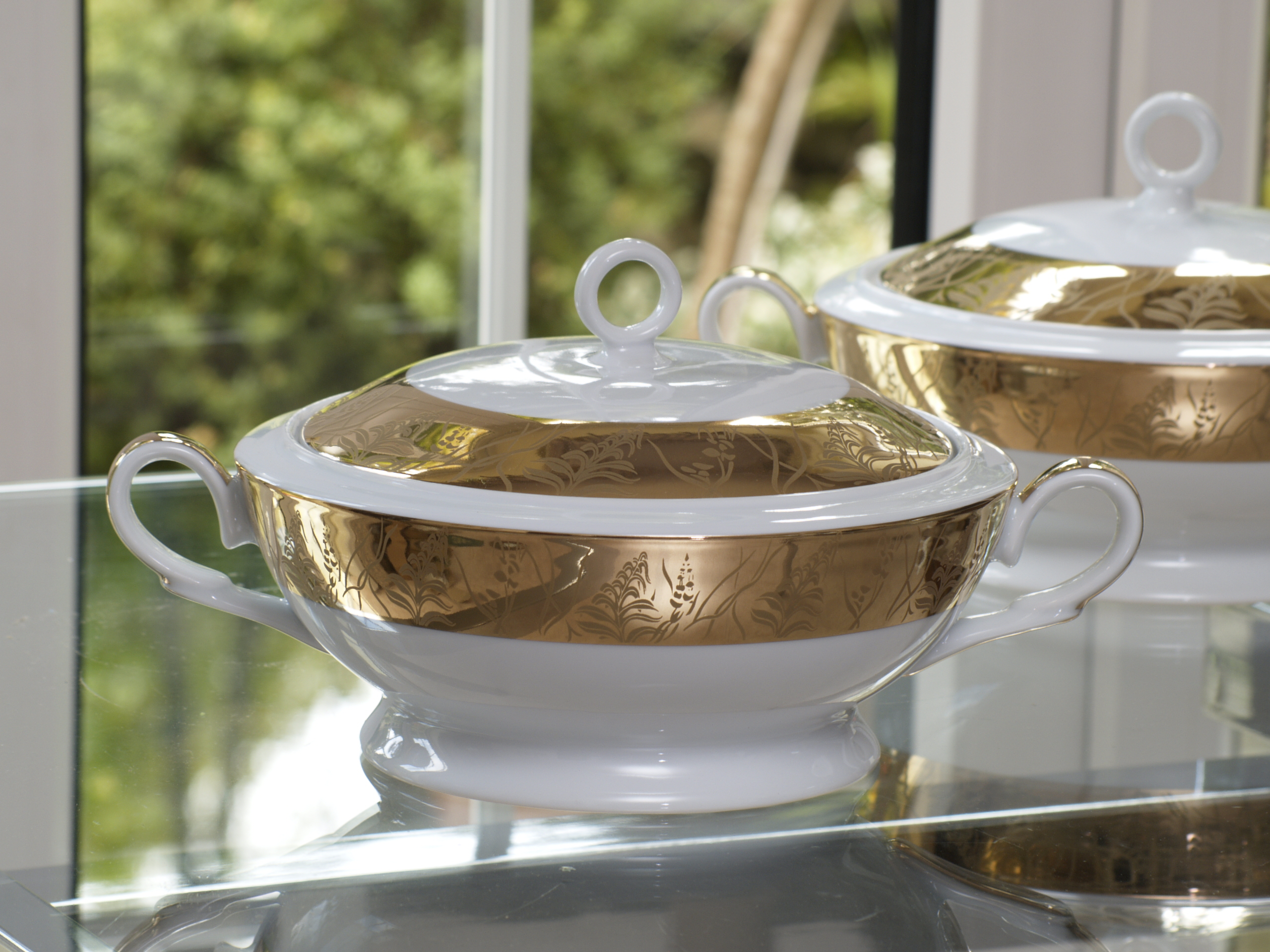 GRANDEUR GOLD 96 PIECE DINNER SERVICE