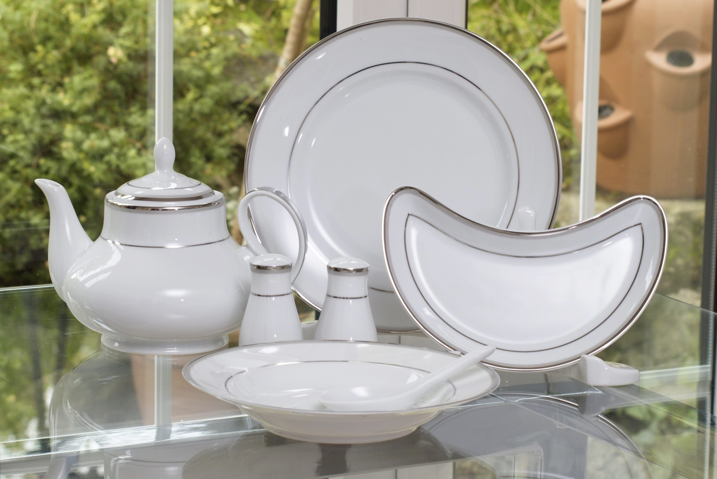 INNOVA PLATINUM 96 PIECE DINNER SERVICE