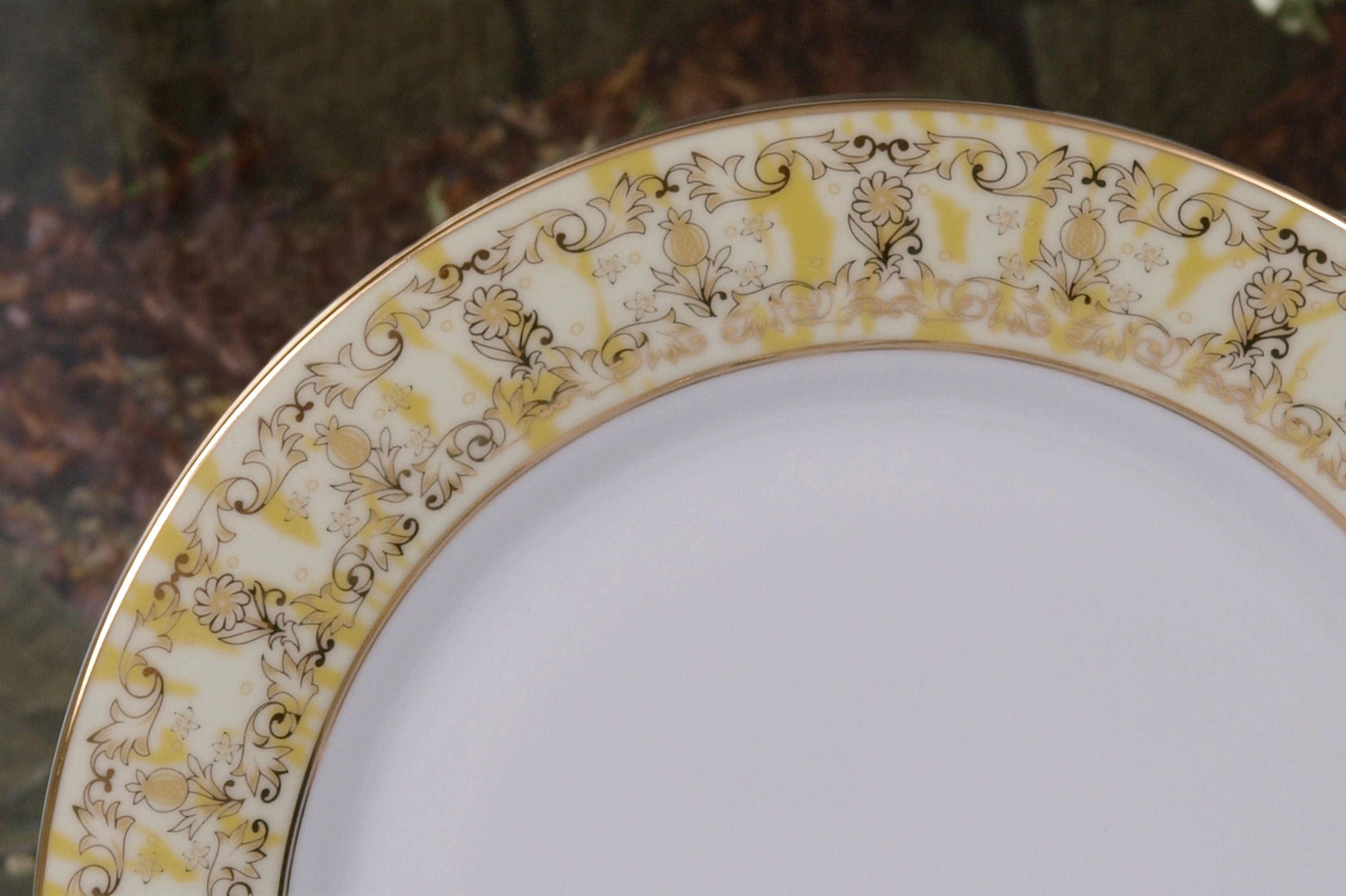 THE MARIGOLD 28 PIECE DINNER SERVICE