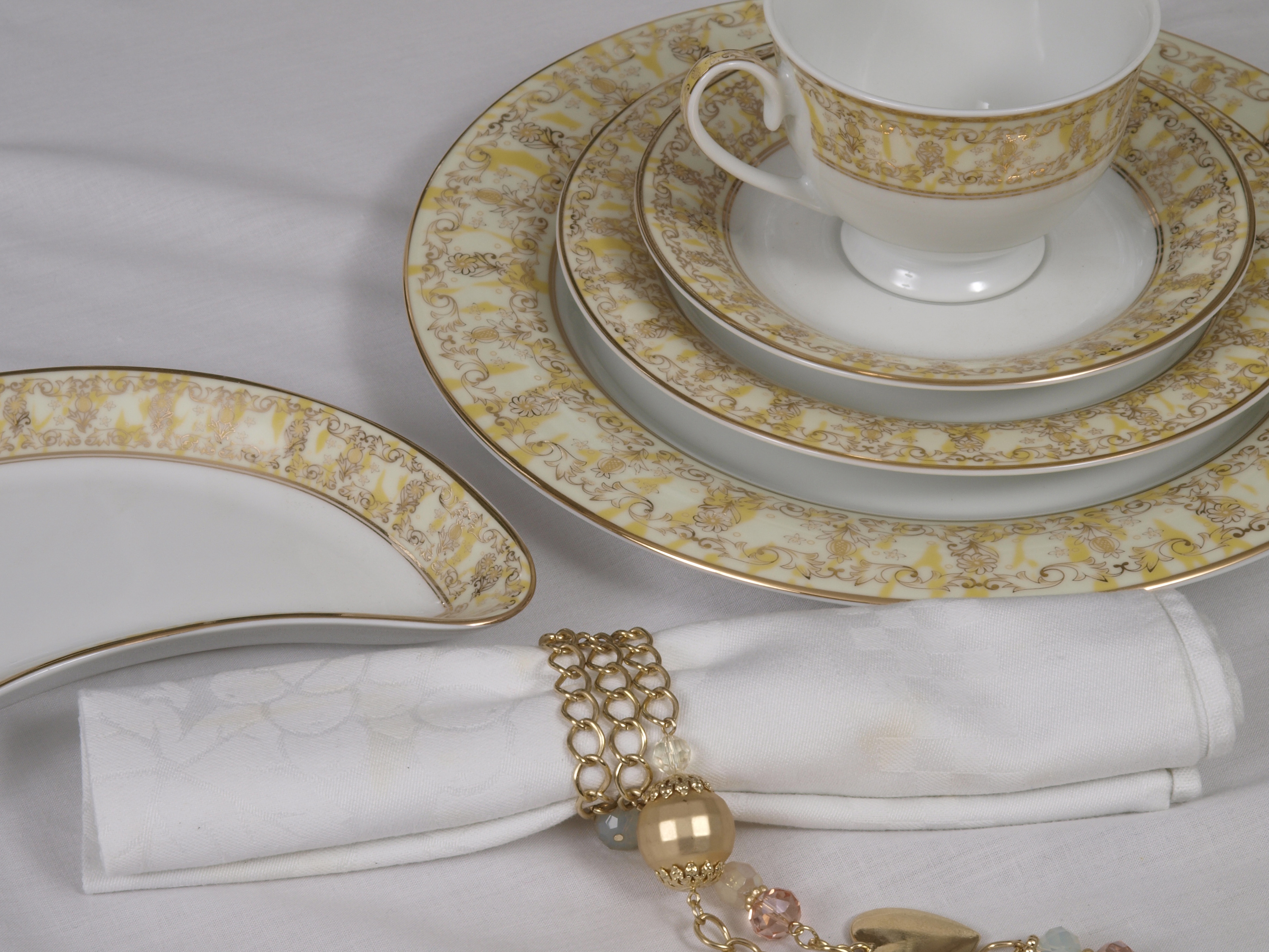 THE MARIGOLD 56 PIECE DINNER SERVICE