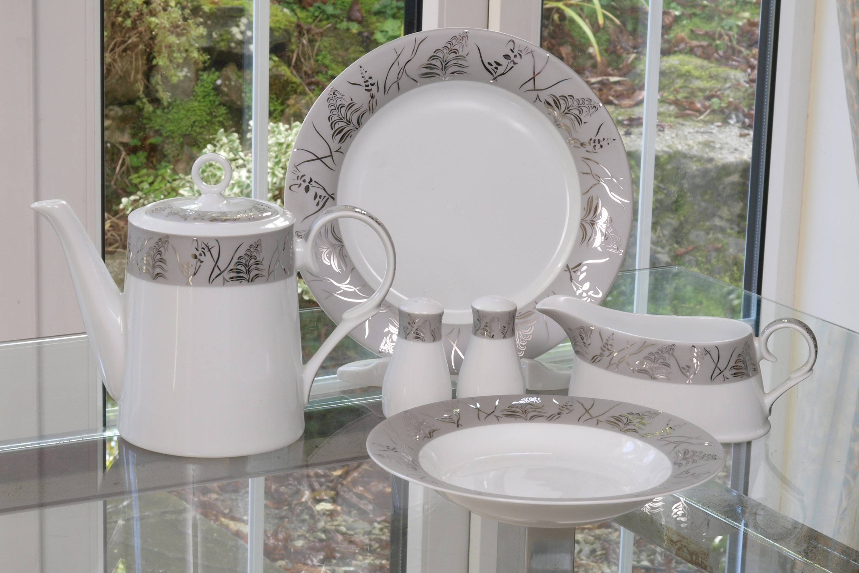 THE GRANDEUR PLATINUM WHITE 28 PIECE DINNER SERVICE