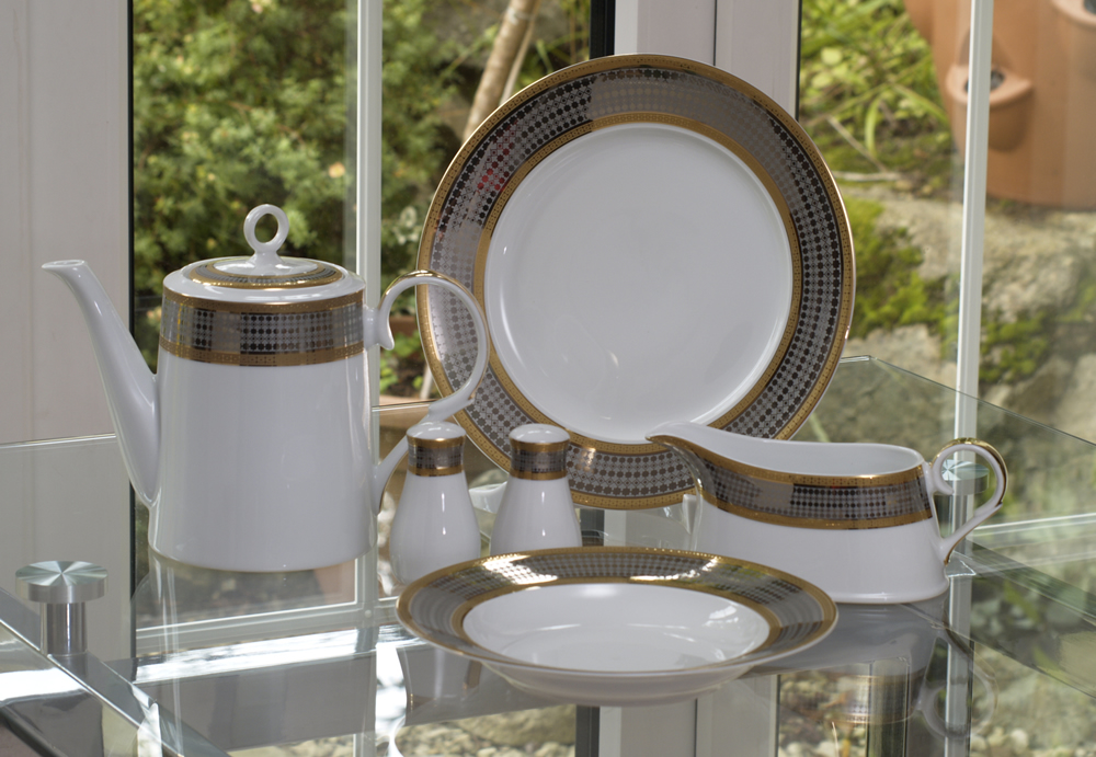 ROYAL BLEND 96 PIECE DINNER SET